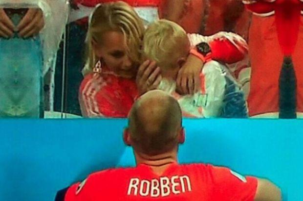 Arjantin'in Hollanda'yı penaltılar sonunda eleyip finale çıktığı maçta, Arjen Robben'in oğlu Luka yenilgi sonrasında gözyaşlarını tutamadı.