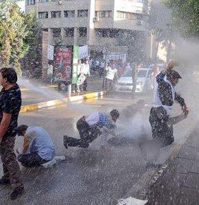 Van'da eylemci işçilere polis müdahalesi, Van'da Valiliğe yürümek isteyen işçilere polis müdahale etti