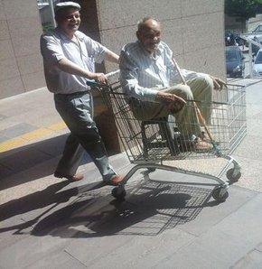 Tekerlekli sandalye yerine market arabası