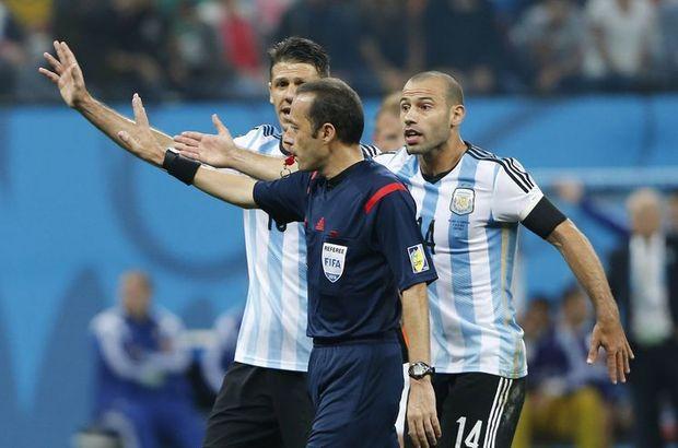 Cüneyt Çakır, Hollanda-Arjantin maçındaki performansıyla dikkatleri üzerine çekti.