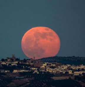 Bu akşam Ay 'süper' olacak!