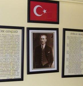 İstiklâl Marşı için Ali Rifat Bey'in (Çağatay) bestelediği eser seçildi. Bu marş 7 yıl okunduktan sonra 1930'da Zeki Bey'in (Üngör) bestesiyle değiştirildi. İstiklal Marşı hakkında her şey haberturk.com'da