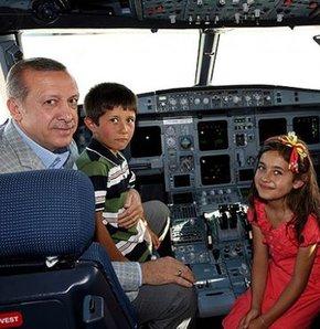 Başbakan Erdoğan THY reklamında oynayan çocuklarla sohbet etti