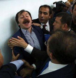 CHP grup toplantısında arbedeyle salondan çıkarılan CHP Asarcık İlçe Başkanı Bülent Baskın