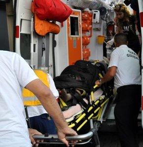 Düzce'de kaza, Düzce'de işçileri taşıyan traktörün üzerine ağaç devrildi