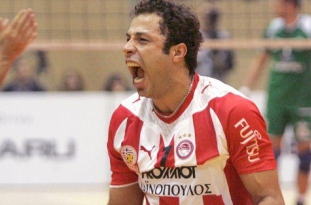 2013-2014 sezonunu Yunanistan'ın Olympiakos takımında geçirdi