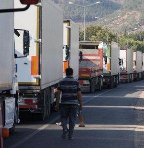 Hatay'da yol kapatan TIR şoförlerine polis müdahalesi