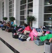 Rus turistler Antalya'da mahsur kaldı