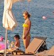 Tatlıses'in kızı sahilde