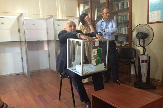 Abhazya seçiminde sandık tartışması