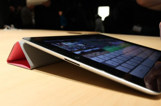 Apple, son dönemde iPad satışlarında yaşanan düşüşün ardından yeni bir iPad modeli üzerinde çalışmaya başladı.
