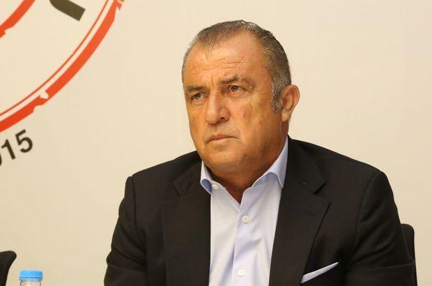 Türkiye Futbol Direktörü Fatih Terim canlı yayında açıklamalarda bulunuyor