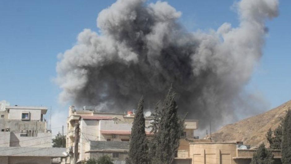 Suriye'nin İdlib kentine bağlı kasabalara düzenlenen hava saldırılarında 30 kişi hayatını kaybetti.