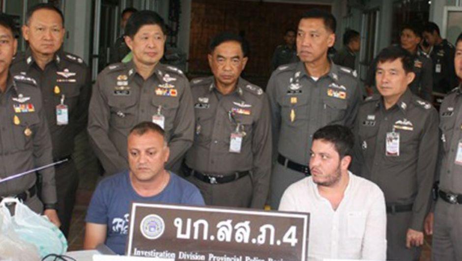 Tayland'ın Udon Thani şehrinde 2 Türk vatandaşı, sahte kredi kartlarıyla 2 bankanın ATM'lerinden para çaldıkları gerekçesiyle tutuklandı.