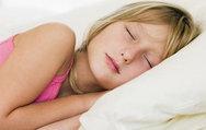 Yeteri kadar uyumayan çocuk hasta oluyor!