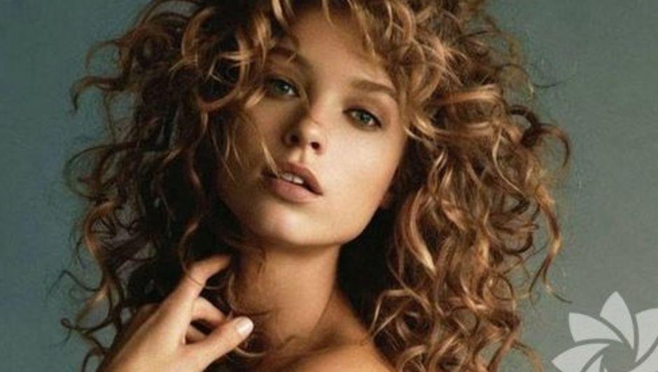 Evde dalgalı saç yapmanın kolay yolları
