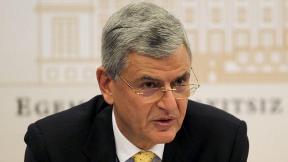 AB Bakanı Volkan Bozkır, Türkiye'nin AB'ye üye olması durumunda Türk vatandaşlarının iş için Avrupa'ya gideceği iddialarını yorumladı.