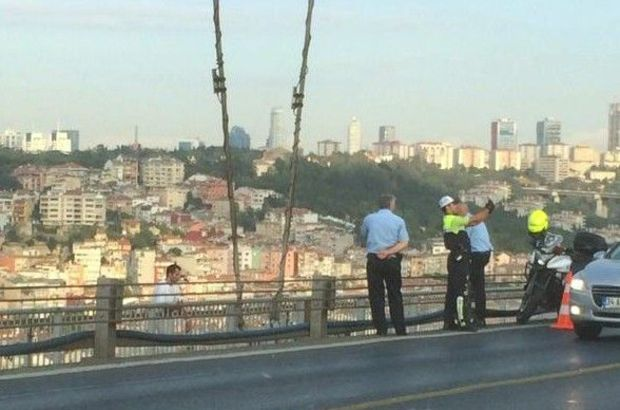 Boğaziçi Köprüsü'nde Sadettin Şaşkın'ın intiharı sırasında selfie fotoğraf çekip Twitter'dan paylaşan trafik polisi açığa alındı.