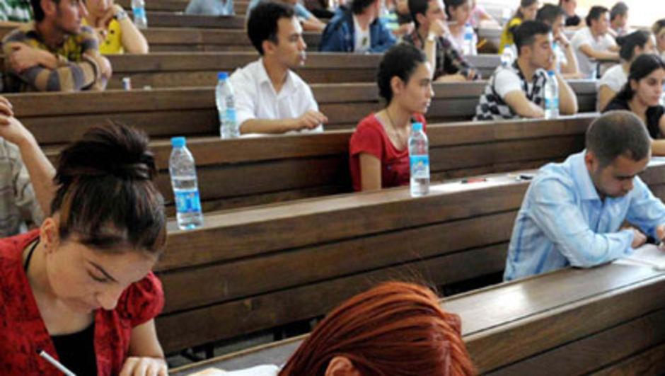 62. hükümet programında, üniversiteye giriş sınavlarının kaldırılarak yerine TEOG sisteminin getirilmesinin planlandığı ortaya çıktı.