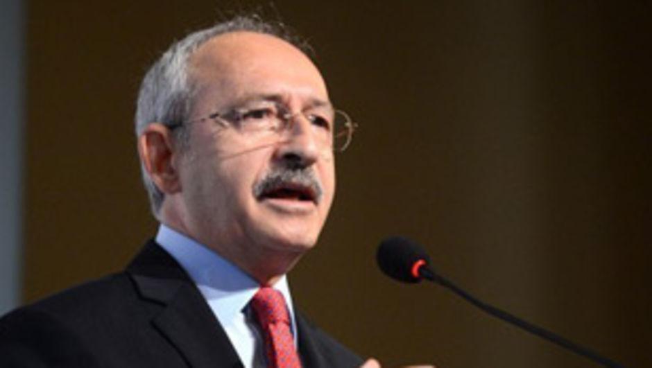 CHP'de olağanüstü kurultay için son 48 saate girilirken, 130 milletvekilinden 115'i Genel Başkan Kılıçdaroğlu'nun adaylığına imza verdi.