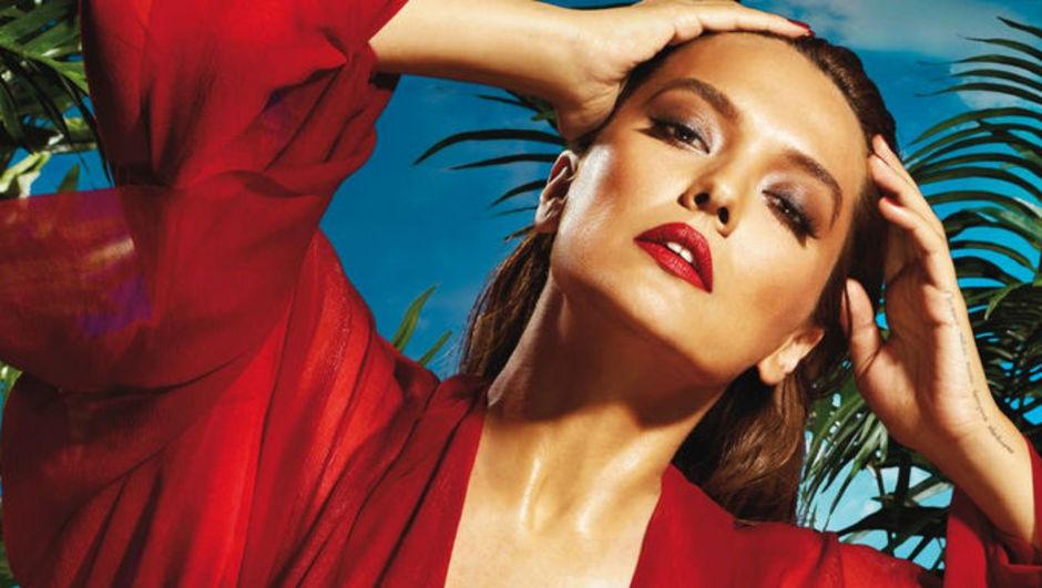 """Niran Ünsal'ın, """"Erotik klipler gece yarısından sonra yayınlansın"""" diyerek başlattığı 'Müzik için soyunma' kampanyasına bir tepki de Demet Akalın'dan geldi!"""