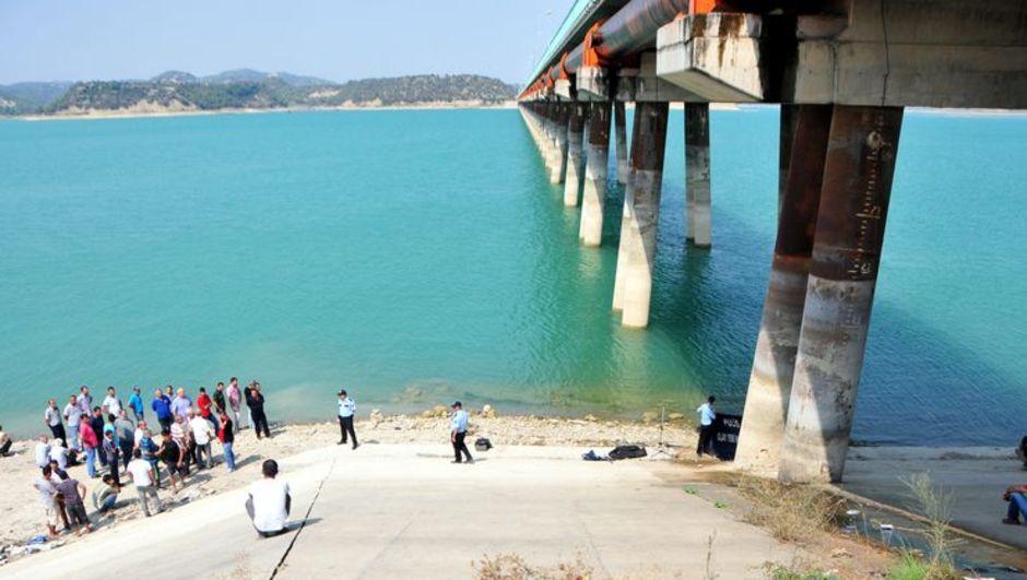 Tekne gezisinde pervane faciası, Seyhan Barajı'nda yüzen bir kişi pervaneye çarparak hayatını kaybetti