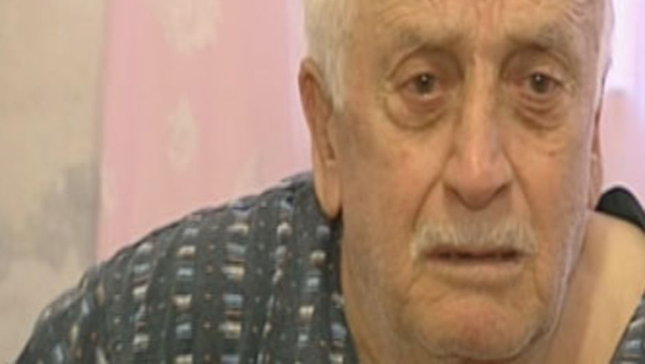 Gözü dönmüş dolandırıcılar, tek bacağı olmayan yaşlı adama verilen zekat parasını çaldılar