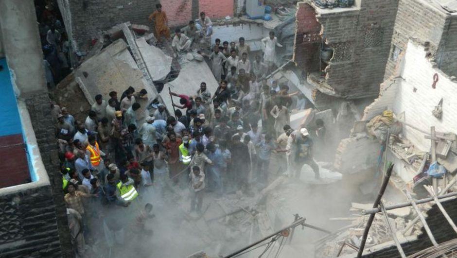 Pakistan'ın güneyindeki Sind eyaletinin Haydarabad şehrinde 3 katlı binanın çökmesi sonucu 11 kişi hayatını kaybetti, 18 kişi yaralandı.