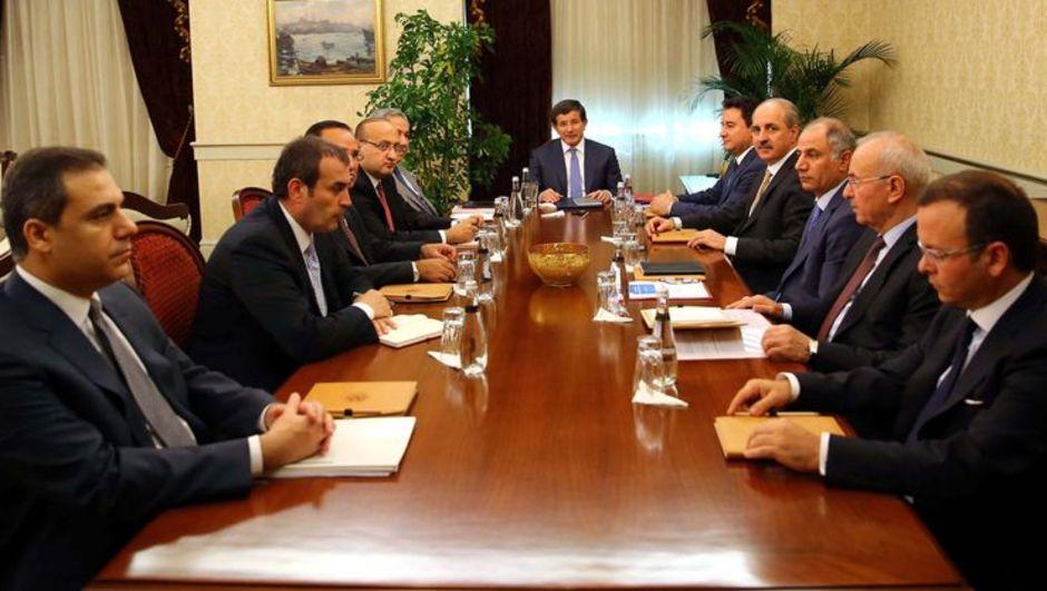 Başbakan Davutoğlu başkanlığındaki çözüm sürecinin yeni aktörleri, dün ilk toplantısını yaparak yol haritasını görüştü.