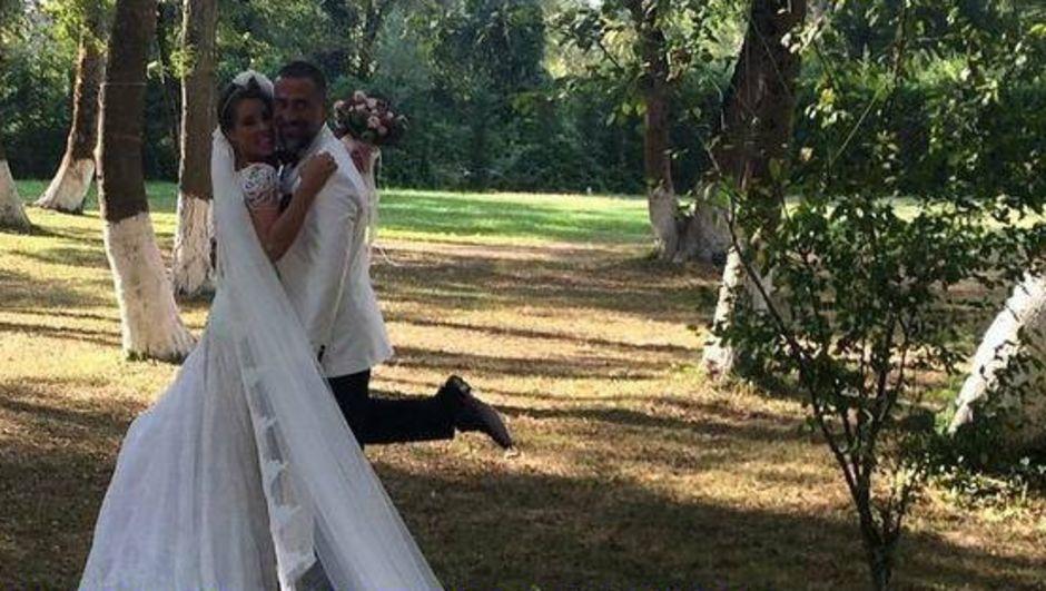 Usta oyuncu Rutkay Aziz'in kendi gibi oyuncu olan kızı Doğa Rutkay, televizyoncu Kemal Kamal'la evlendi.