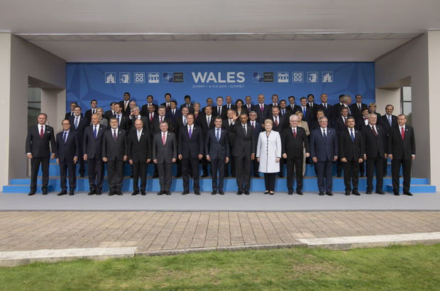 Türkiye'yi Cumhurbaşkanı Recep Tayyip Erdoğan'ın başkanlığındaki heyetin temsil ettiği NATO Devlet ve Hükümet Başkanları Zirvesi, Birleşik Krallık'ın batısındaki Galler'in Newport şehrinde başladı.