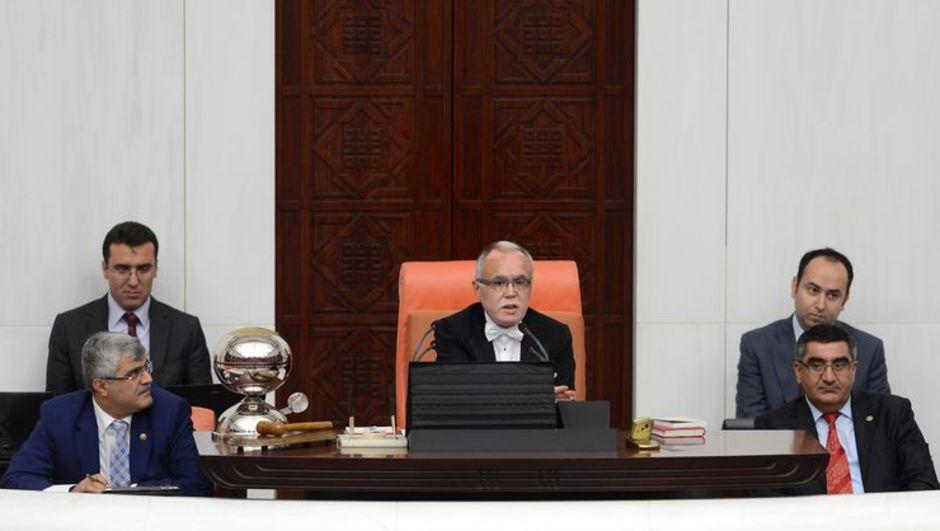 Başkanvekili Sadık Yakut Meclis hükümet programı