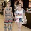 Kızıyla alışverişte...