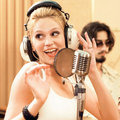 Şöhret peşinde şarkıcı oldu!