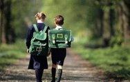 Ağır okul çantası omurga eğriliğine yol açıyor