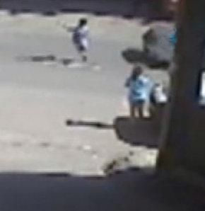 5 yaşındaki çocuğa otomobil böyle çarptı