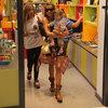 Oğluyla alışverişte