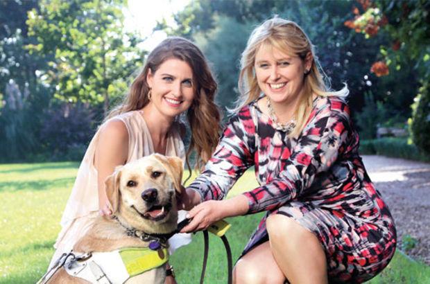 'Benim için en önemli şey bağımsızlık', İngiltere Büyükelçisi Richard Moore'un eşi Maggie Moore görme engelli. Rehber köpeği sayesinde gündelik hayatta pek zorluk yaşamıyor. Moore, eğitimi 50 bin sterlin tutan bu tür köpekleri Türkiye'de de yaygınlaştırma