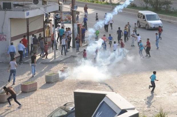Ceylanpınar'da gerginlik:2 yaralı Ceylanpınar'da gerginlik Polise taş ve havai fişekle saldırdılar