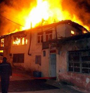 Tinerciler evi yaktı!