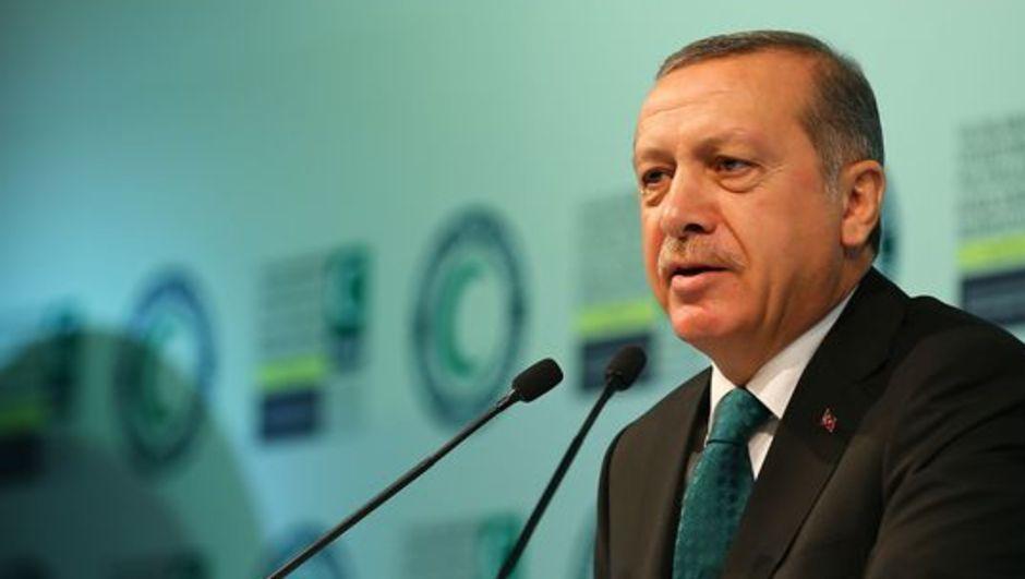 Cumhurbaşkanlığı seçiminden sonraki ilk yurtiçi gezisini Gaziantep'e yapan Cumhurbaşkanı Recep Tayyip Erdoğan, Suriyeli sığınmacıların kaldığı kampta konuştu.