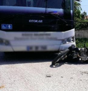 Otobüsle motosiklet çarpıştı