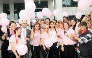1000 pembe balon, meme kanseriyle savaş için uçtu