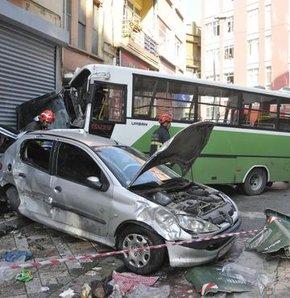 Freni boşalan otobüs otomobillere çarptı