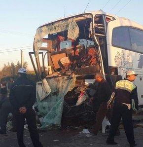 Mersin'de otobüsle kamyon çarpıştı