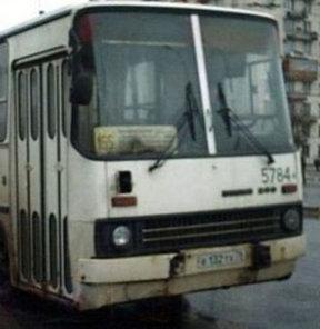 Otobüsü diskoya çevirdi