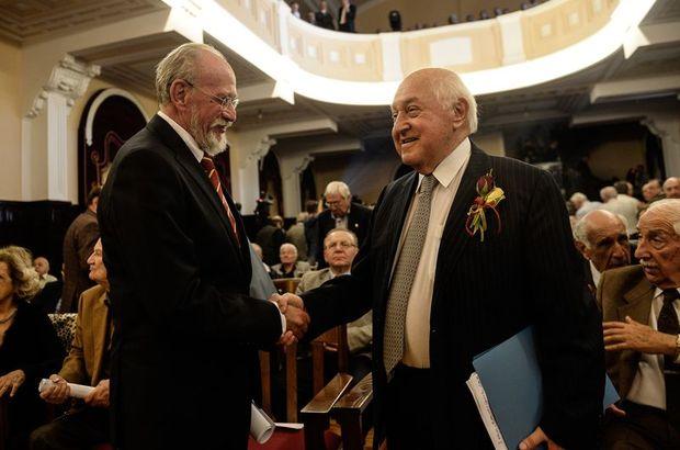 Galatasaray'ın yeni başkanı Duygun Yarsuvat oldu (Duygun Yarsuvat kimdir) Duygun Yarsuvat Galatasaray'ın 35. başkanı seçildi.
