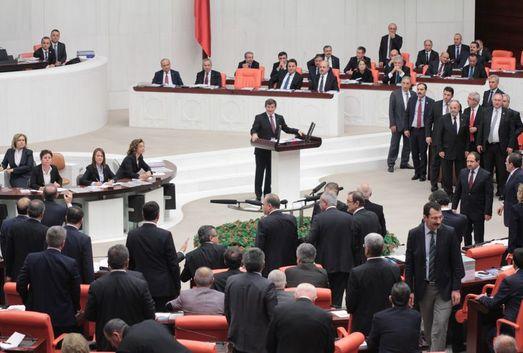 Mecliste 'darbeci' kavgası