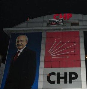 CHP binasına asılan ikinci pankart da indirildi