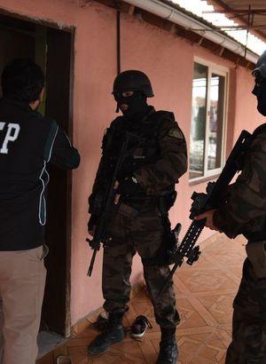 Antalya'da 500 polisle uyuşturucu operasyonu